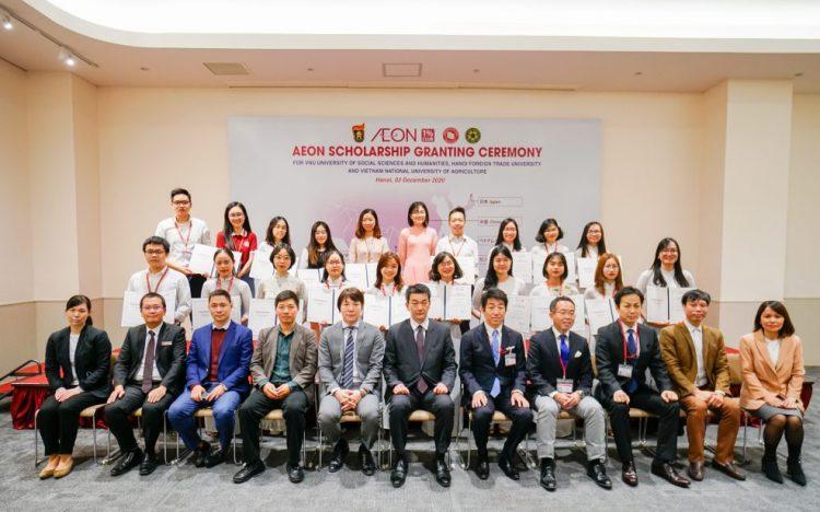 AEONMALL Việt Nam trao tặng học bổng AEON cho các sinh viên xuất sắc tại Hà Nội